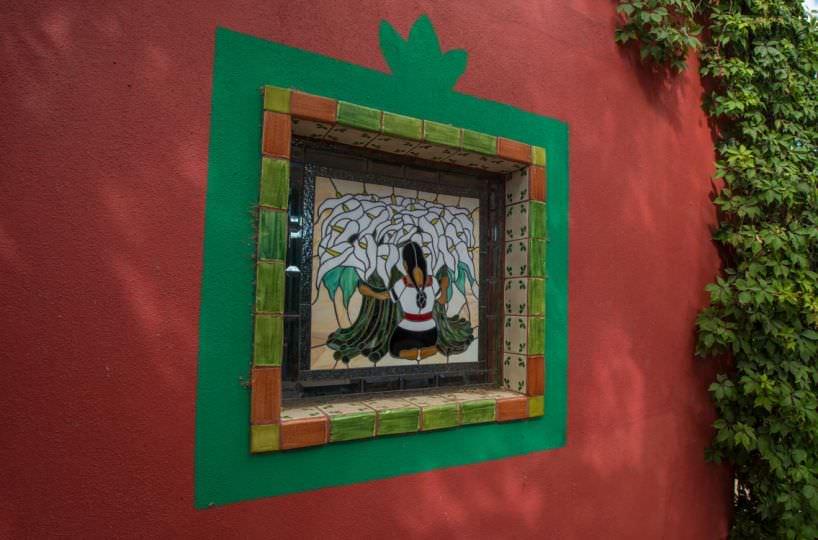 Casa Sueño de Colores bodega window