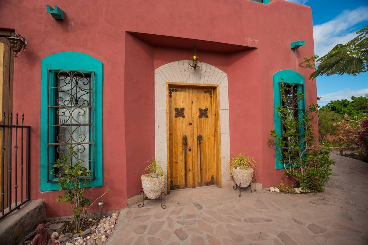 Casa Sueno de Colores front door