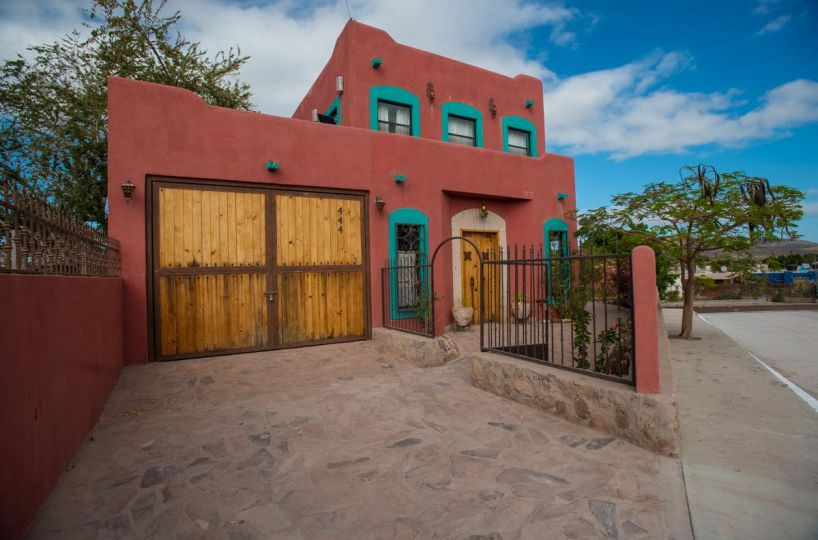 Casa Sueño de Colores front view close up