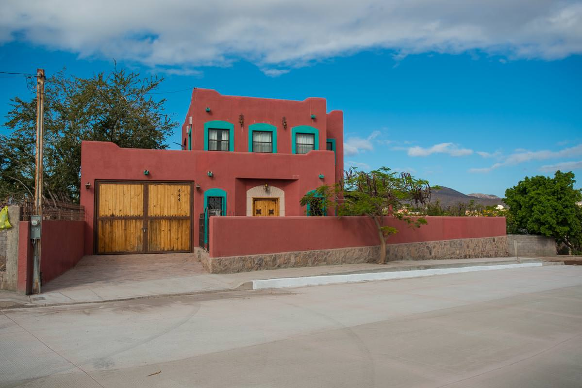 Casa Sueno de Colores front view.