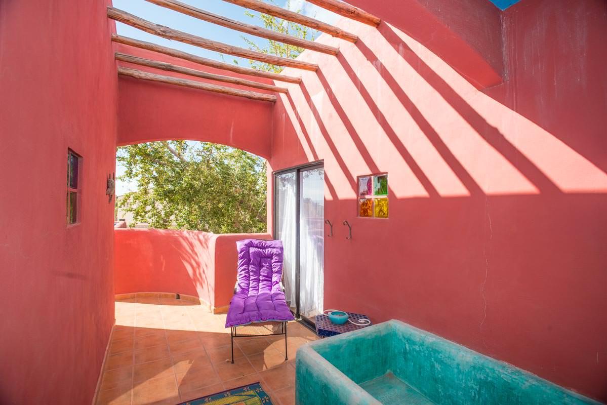 Casa Sueño de Colores outdoor tub on terrace
