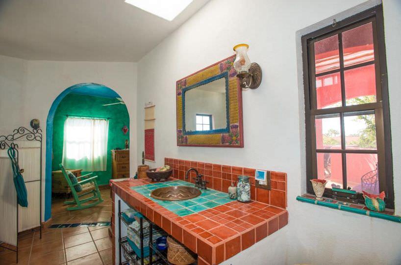 Casa Sueño de Colores upstairs bath A
