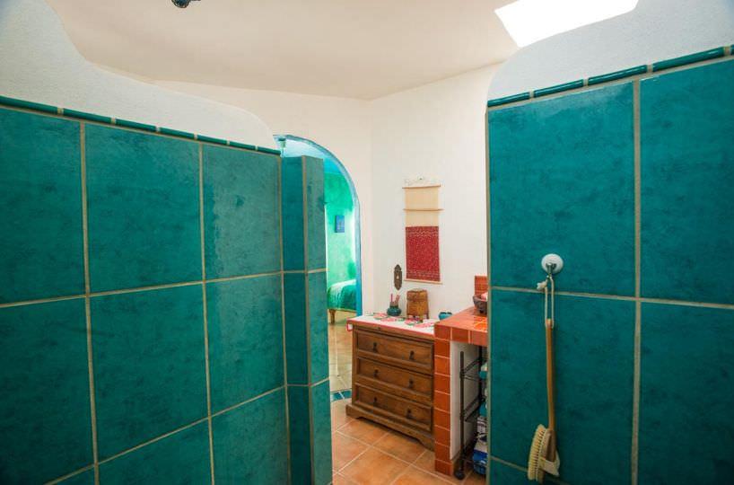 Casa Sueño de Colores upstairs shower