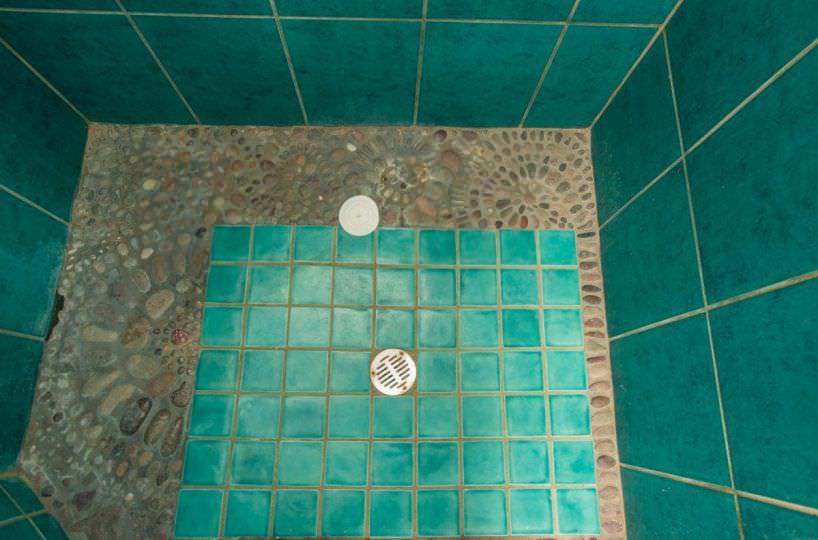 Casa Sueño de Colores upstairs shower detail
