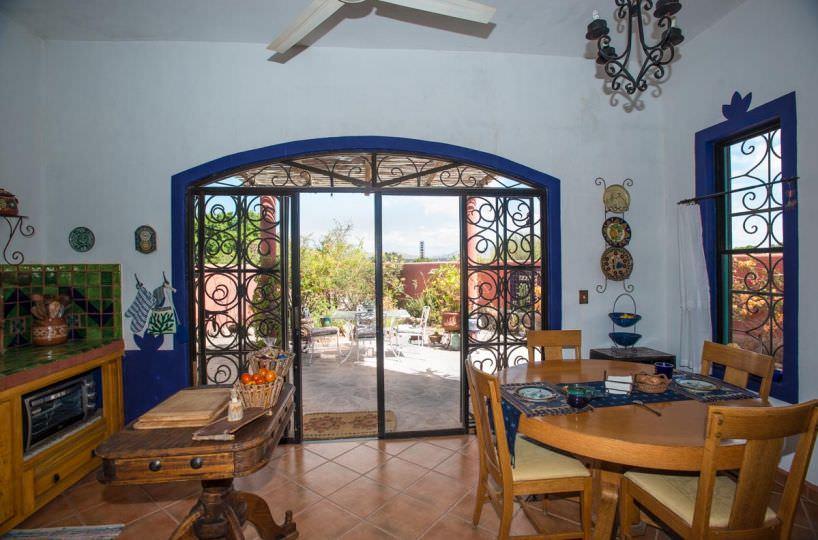 Casa Sueño de Colores dining area 2