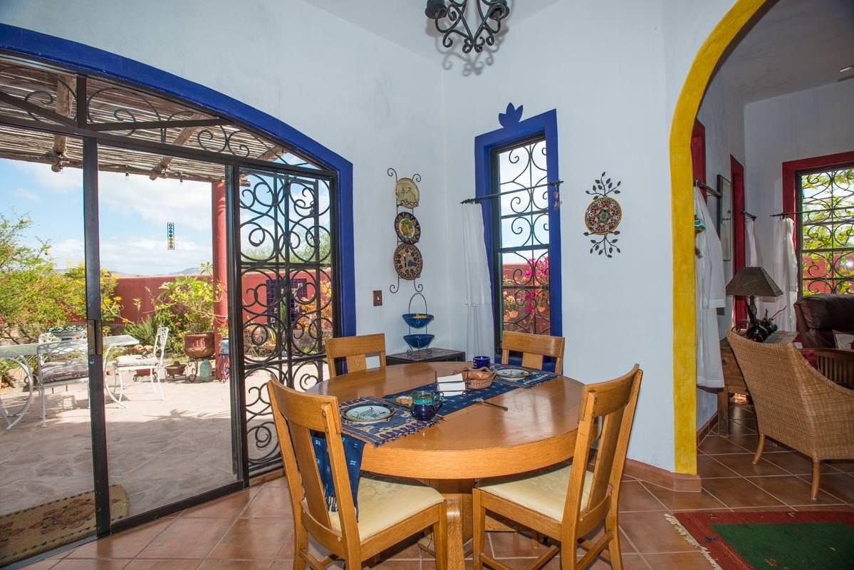Casa Sueño de Colores dining area