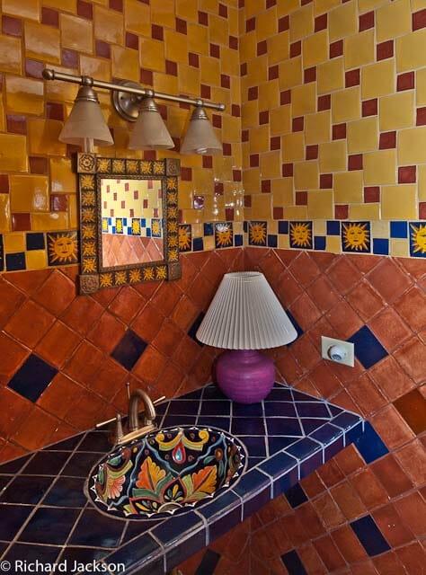 Hacienda Style Mexican Home bath main casa1