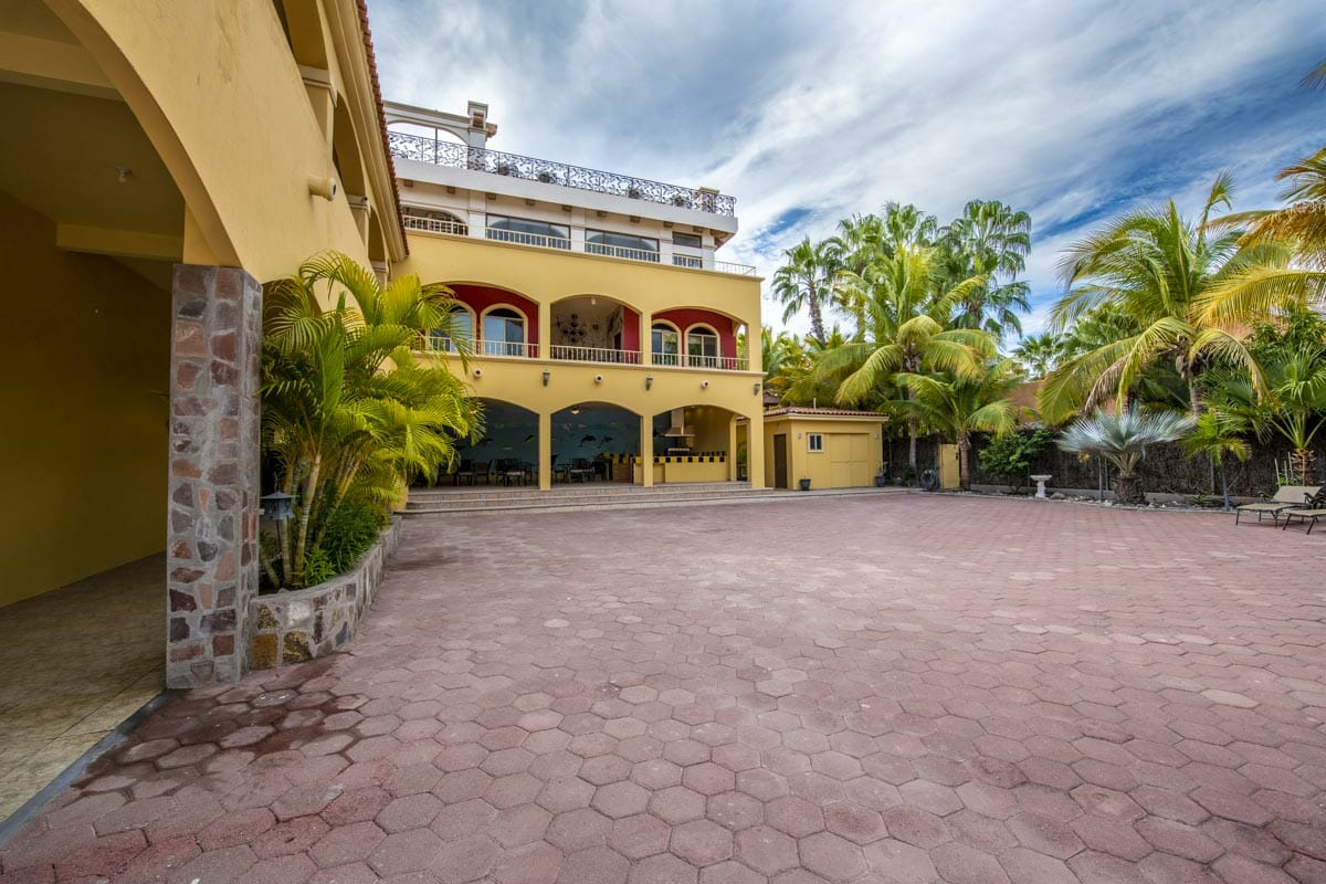 Four bedroom home in Loreto on large lot with sea and mountain views: Private Drive