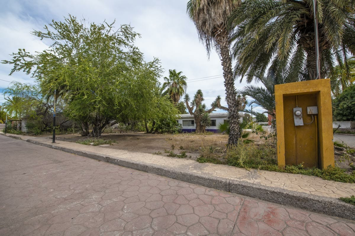 Lot for sale on Misioneros