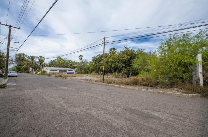 Large Lot in good location ready to build or subdivide in Loreto: Corner of Misioneros y Atanasio Carrillo. North direction.