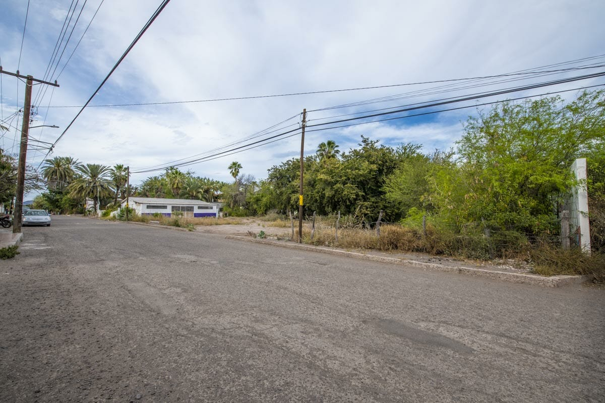 Large Lot in good location ready to build or subdivide in Loreto: Corner of Misioneros y Atanasio Carrillo. North direction.