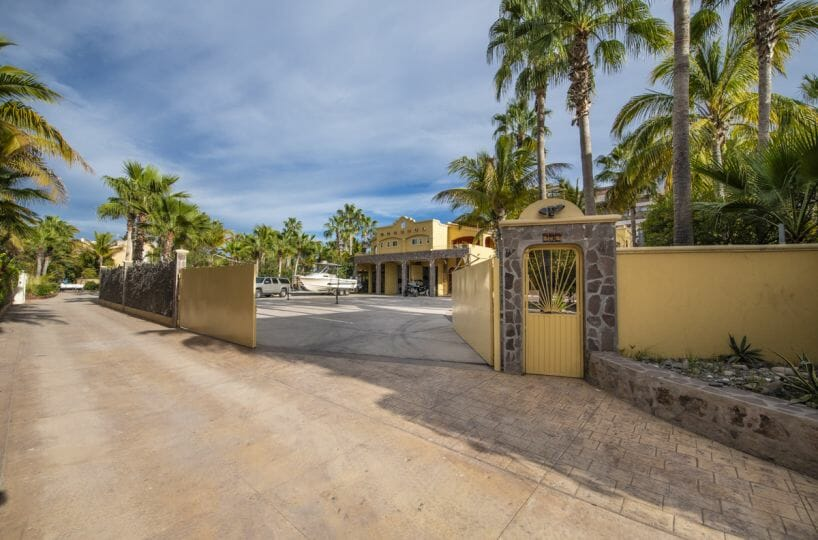 Four bedroom home in Loreto on large lot with sea and mountain views: Private Drive.