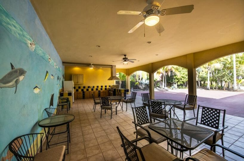 Four bedroom home in Loreto on large lot with sea and mountain views: Spacious outdoor kitchen