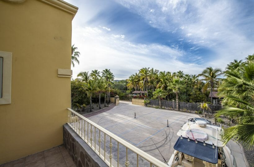 Four bedroom home in Loreto on large lot with sea and mountain views!: overlooking the yard