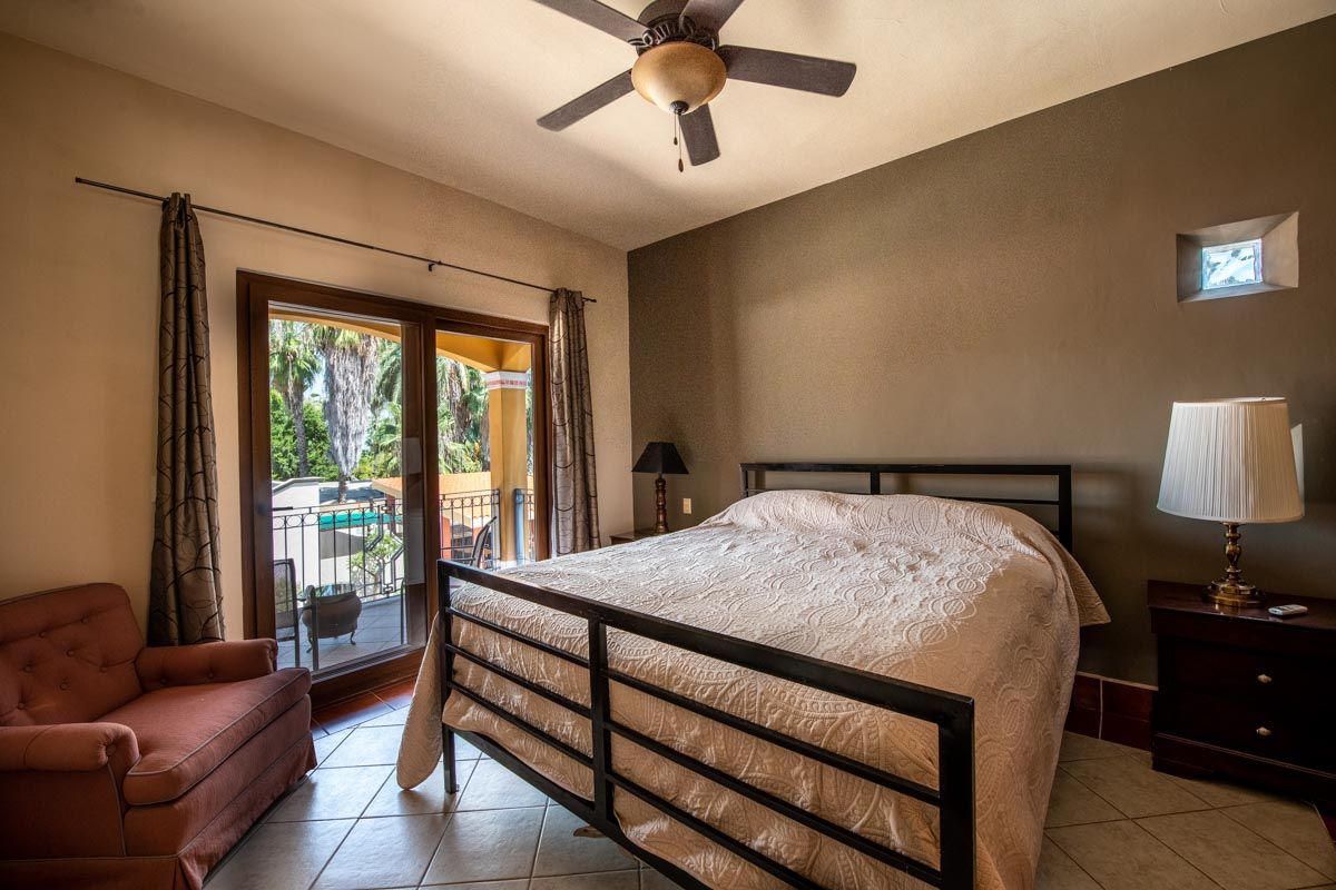 asa Uno primary bed. 2 Bd 2 Bth Hm in private neighborhood, Loreto.