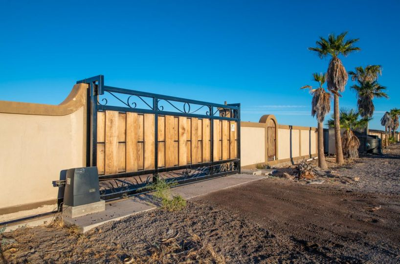 New Beachfront Home in Mil Palmas, Loreto Baja Sur: electric gate