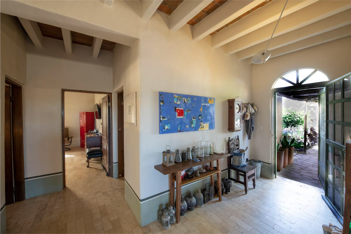 One level 2 bed/1.5 bath home: Welcome entryway