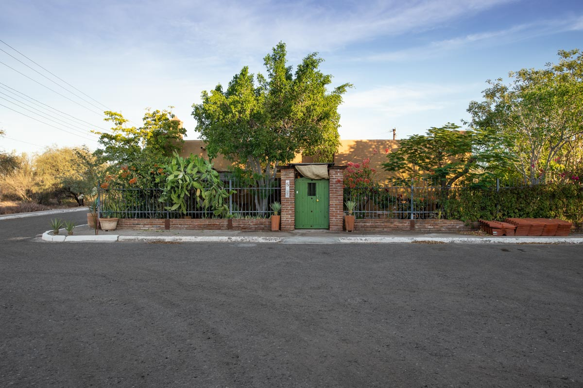 One level 2 bed/1.5 bath home: front entrance