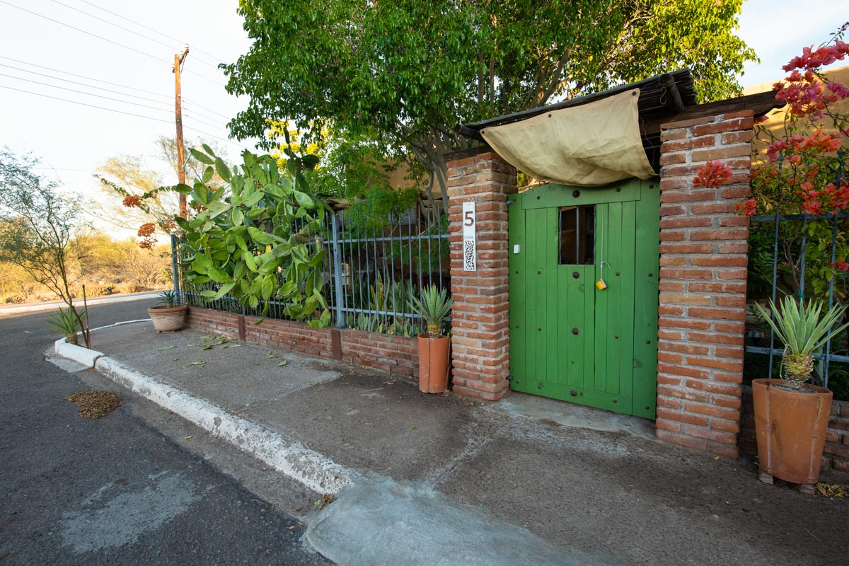 One level 2 bed/1.5 bath home: front gate