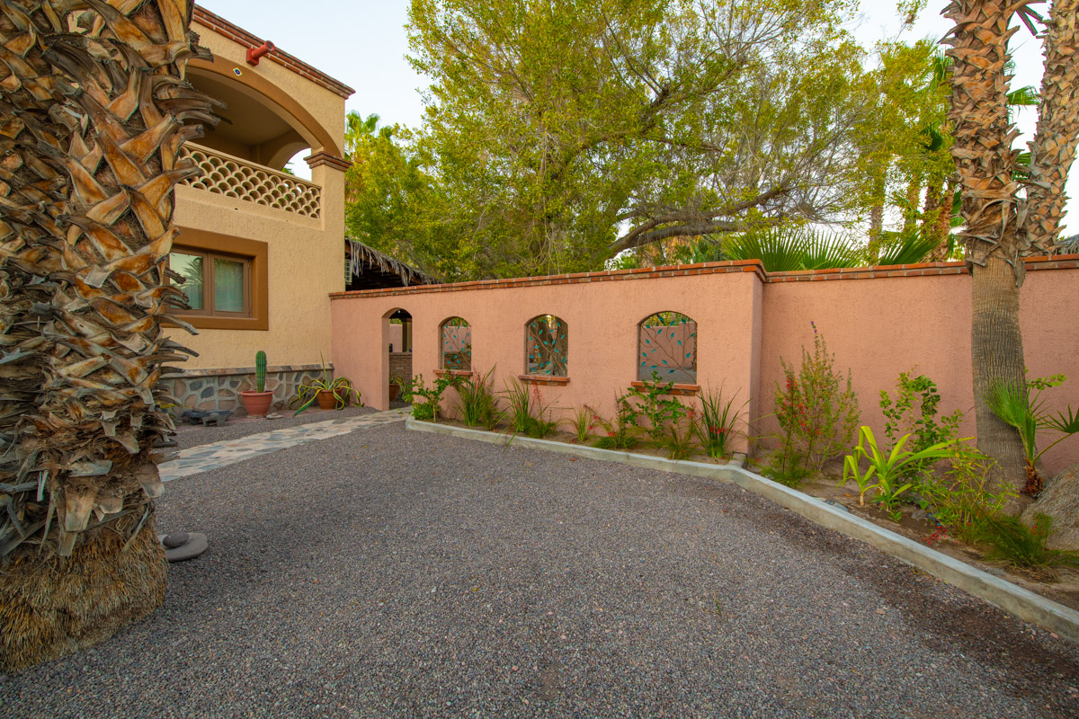 Beautifully restored four bedroom adobe home Front yard