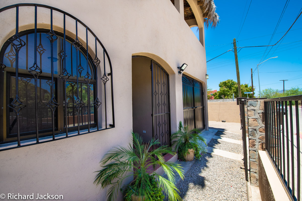 2 Bed 2 Bath 2 Blocks Away from the Beach in Loreto: front entryway