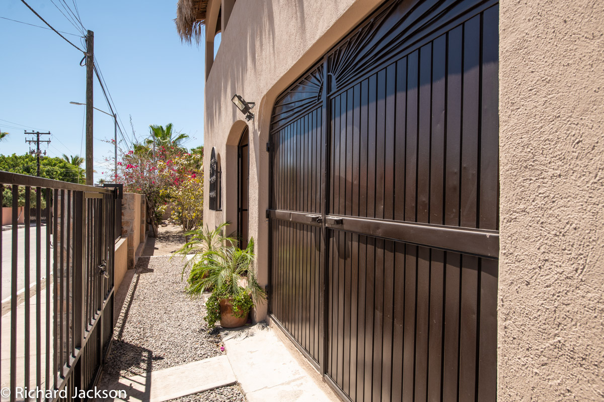 2 Bed 2 Bath 2 Blocks Away from the Beach in Loreto: inside front gate