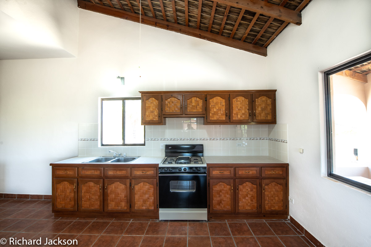 2 Bed 2 Bath 2 Blocks Away from the Beach in Loreto: kitchen