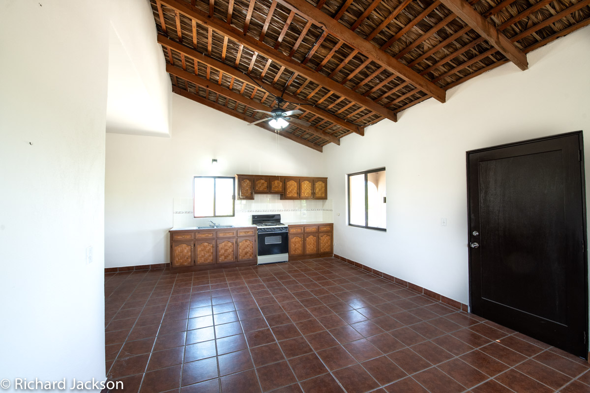 2 Bed 2 Bath 2 Blocks Away from the Beach in Loreto: upstairs living and kitchen