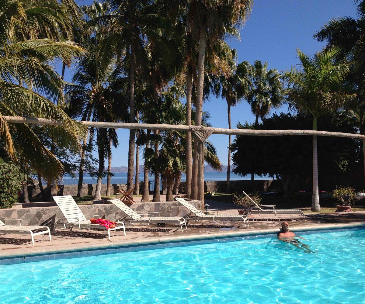 2 bed/2bath casa in private community: pool on the sea.